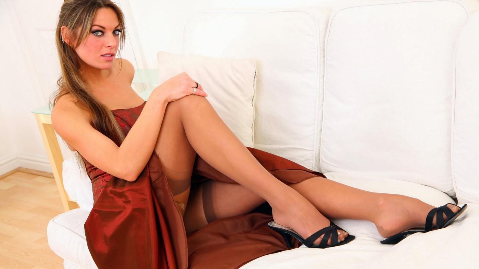 Фото короткие платья без трусиков, Девушка в коротком платье без трусиков. Фото 6 фотография