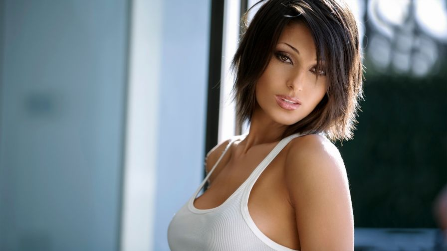 Anna Tatangelo Sexy Wallpapers