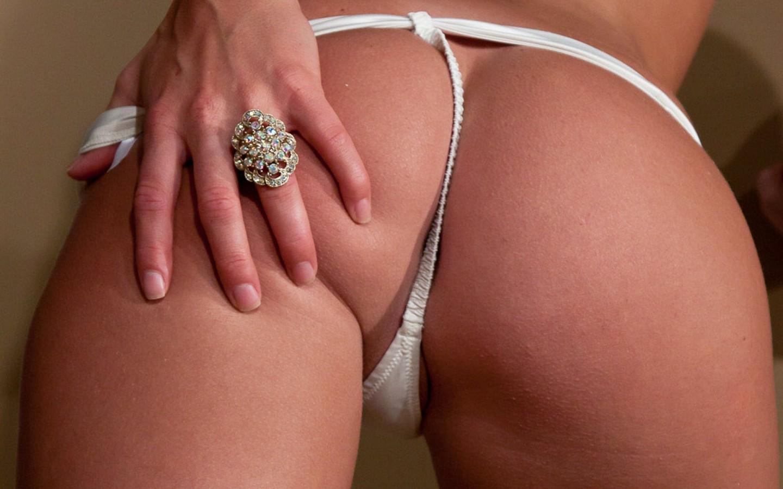 Фото попок в белых стрингах, Голые в стрингах девушки - обнаженные фото 10 фотография