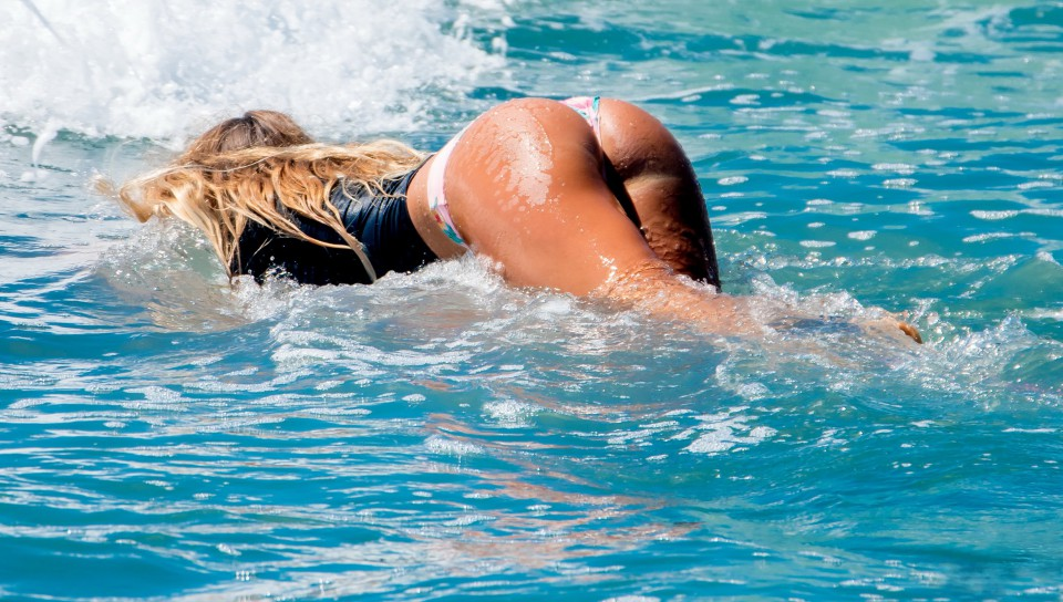 Yuliya Beach Back Ass Wet Uflash 1