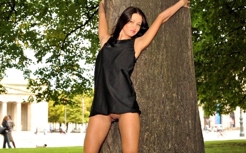Эро фото брюнеток в платьях, Стройные девушки в сексуальных платьях (50 фото) 12 фотография