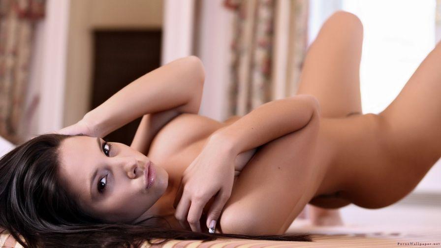 фото завораживающий взгляд обнаженной девушки