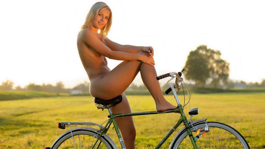 Nkaed women big tits
