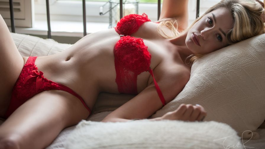 erotichnie-molodie-devushki