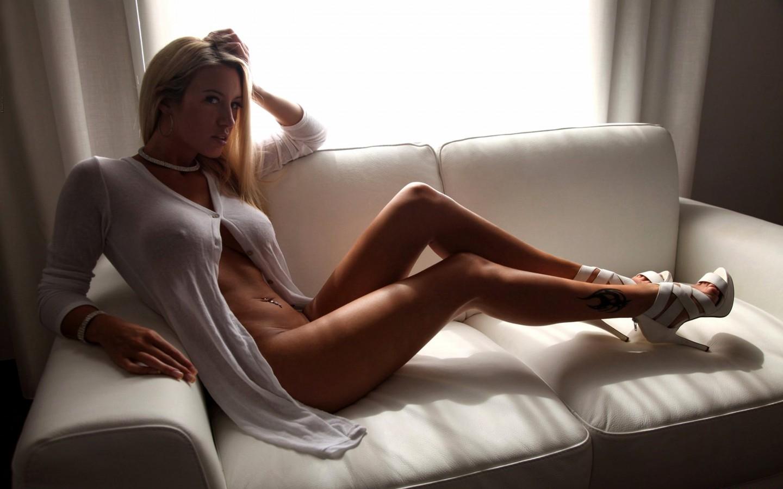 foto-devushek-s-seksi-nozhkami
