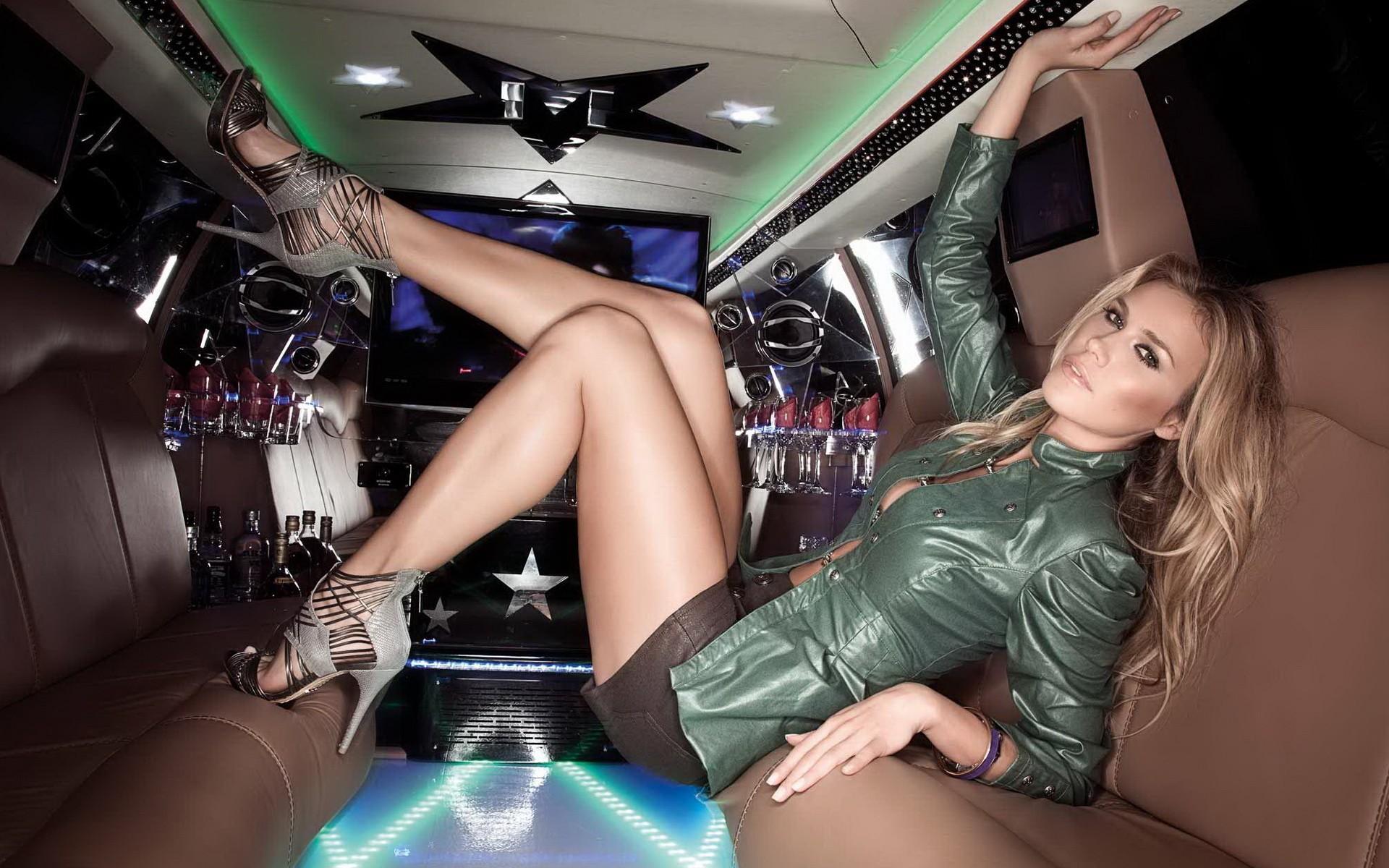 Фото секси гламурных, Гламурные девушки с шикарными прелестями. Фото 6 фотография