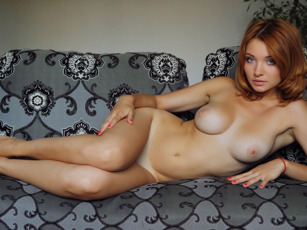 Частная фотоэротика женщин, Бытовые снимки простых женщин порно фото бесплатно 15 фотография
