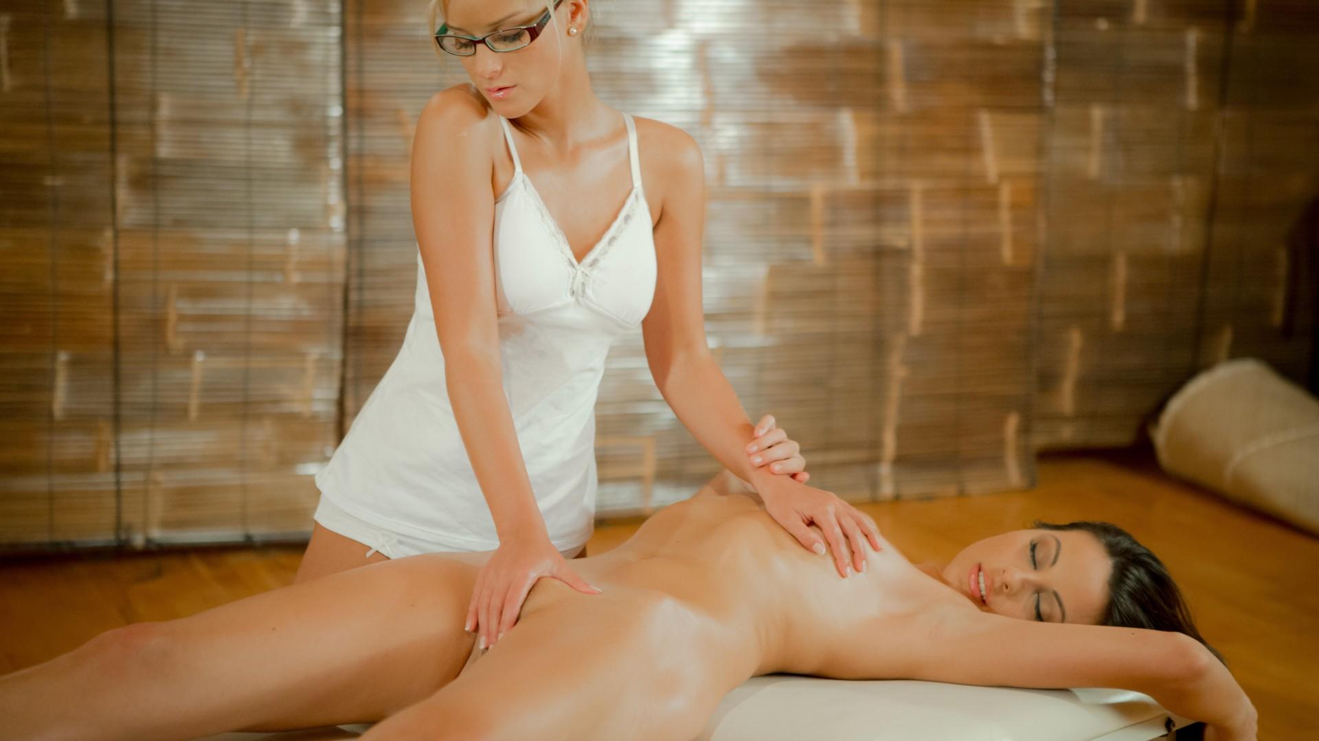 lesbiyanki-massazh-hd