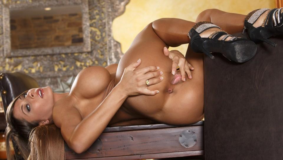 Sensual massage by naked massuse