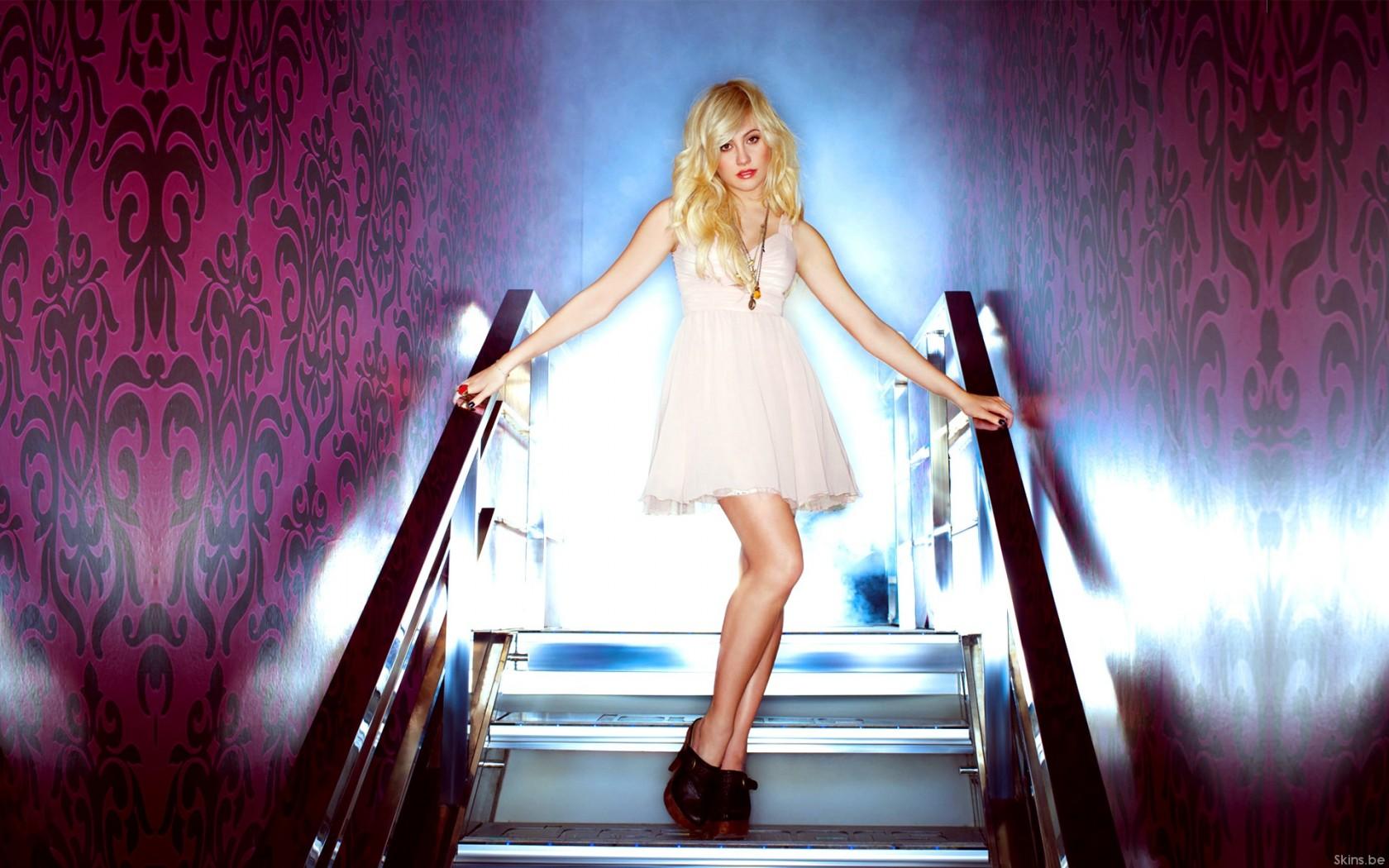 Трахнул на ступеньках, Мимолетный секс на лестнице » Порно онлайн в хорошем 7 фотография