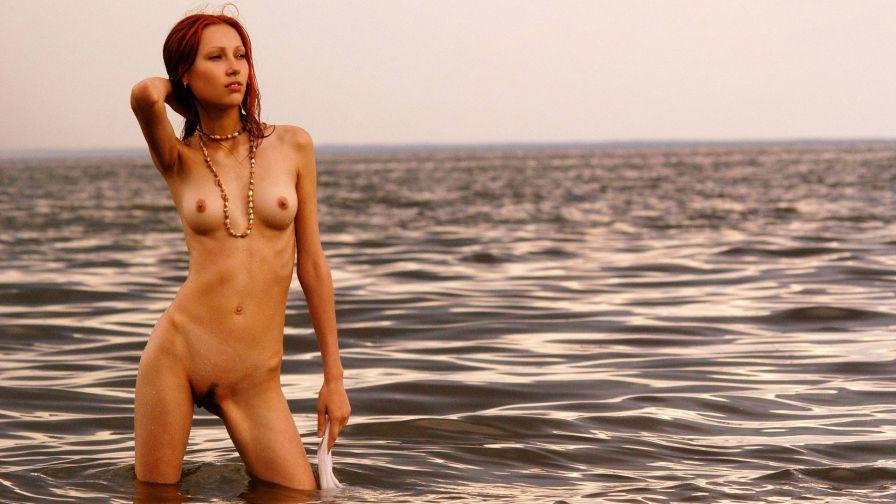 знаменитости голые на море-пв1