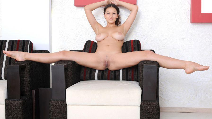 Sofi Pleasing Moll With Nude Mega Knockers Pichunter 1