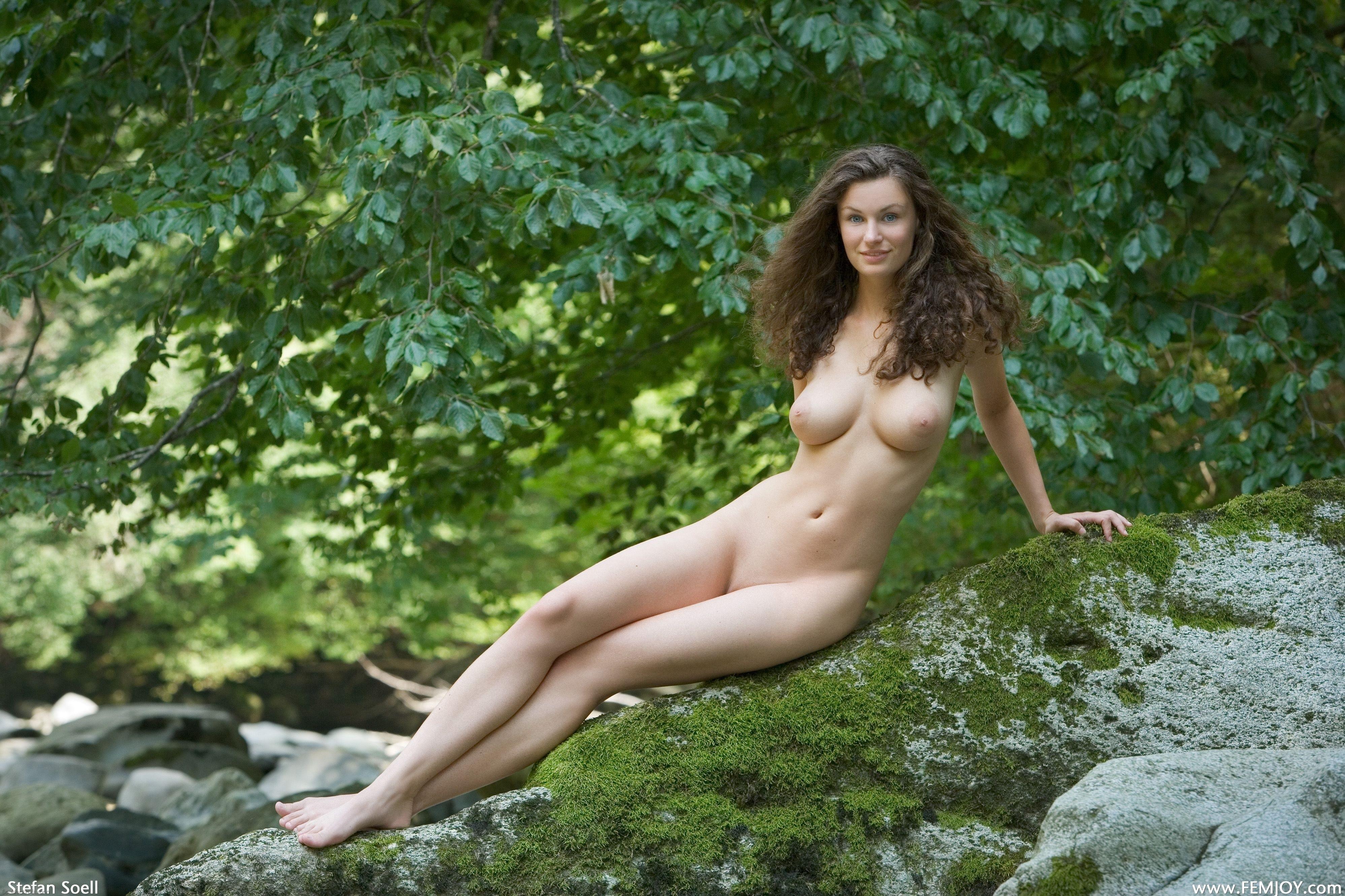 Интересно. мне эротические фотографии на природе плеч долой!