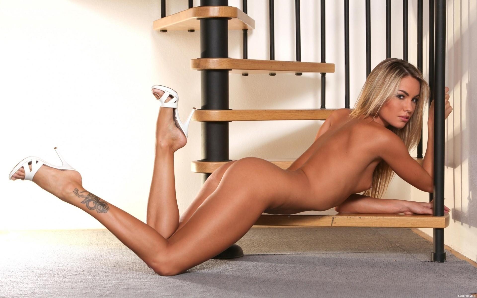 усилилось, глупая голые девки на каблуках в контакте русская девушка