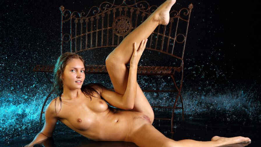 девушки задирающие ноги фото эротика