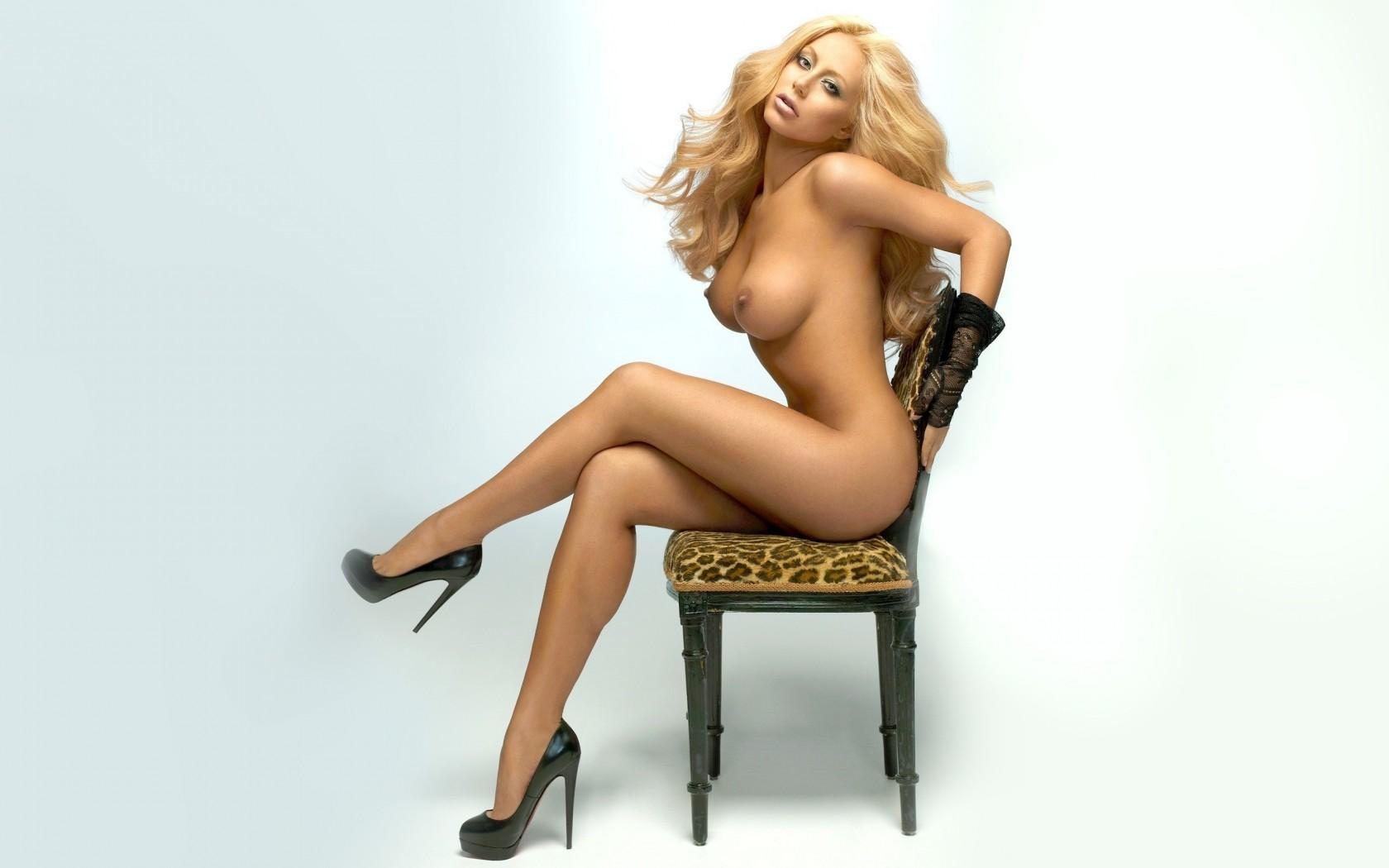 фото голых женщин в туфлях