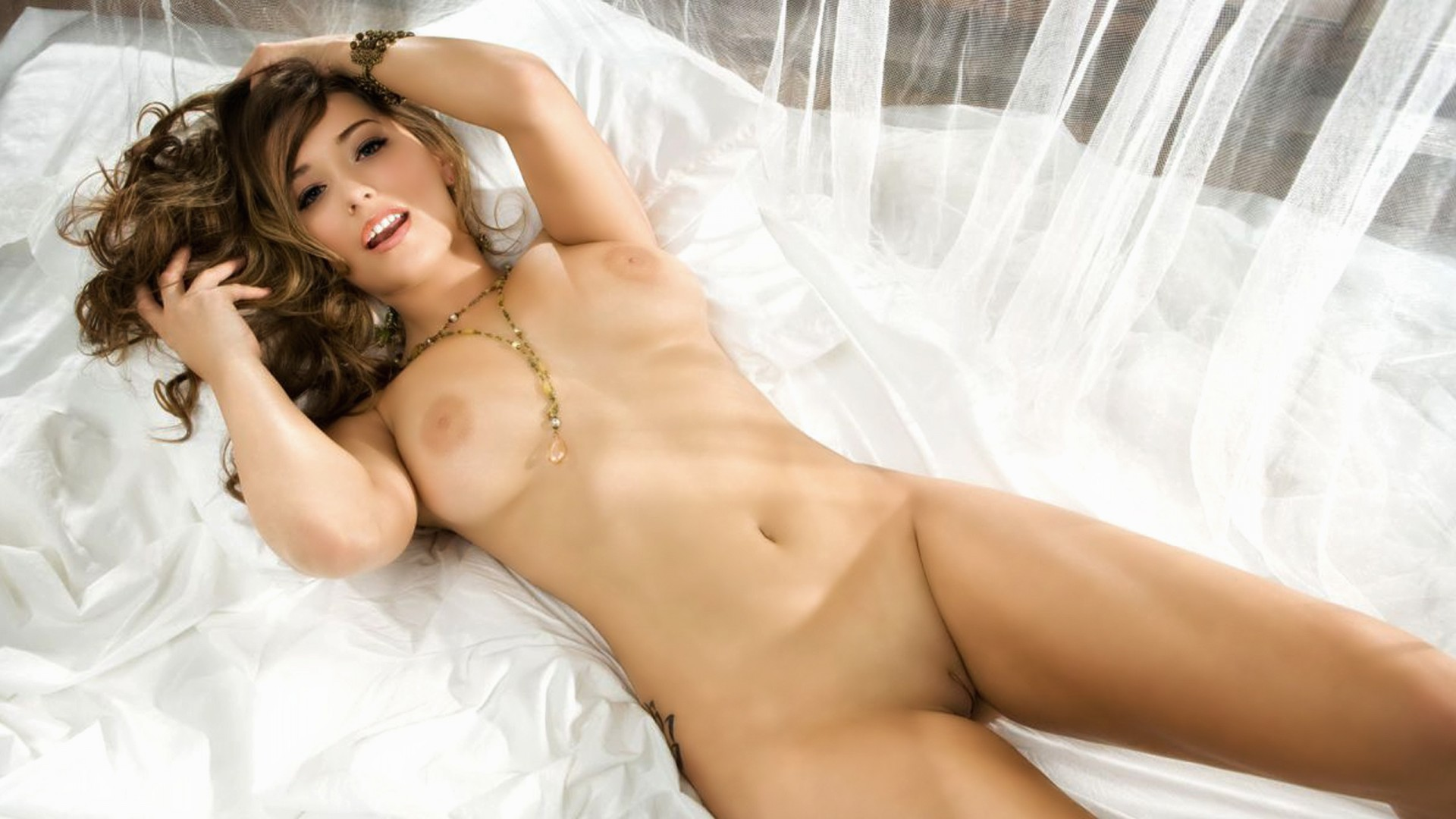 Nude Christine