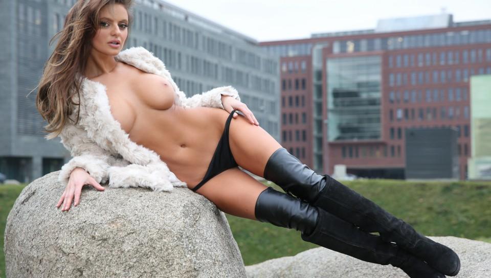 Dana Harem In The White Room Playboy Amateur Pictorial Likuoo 1