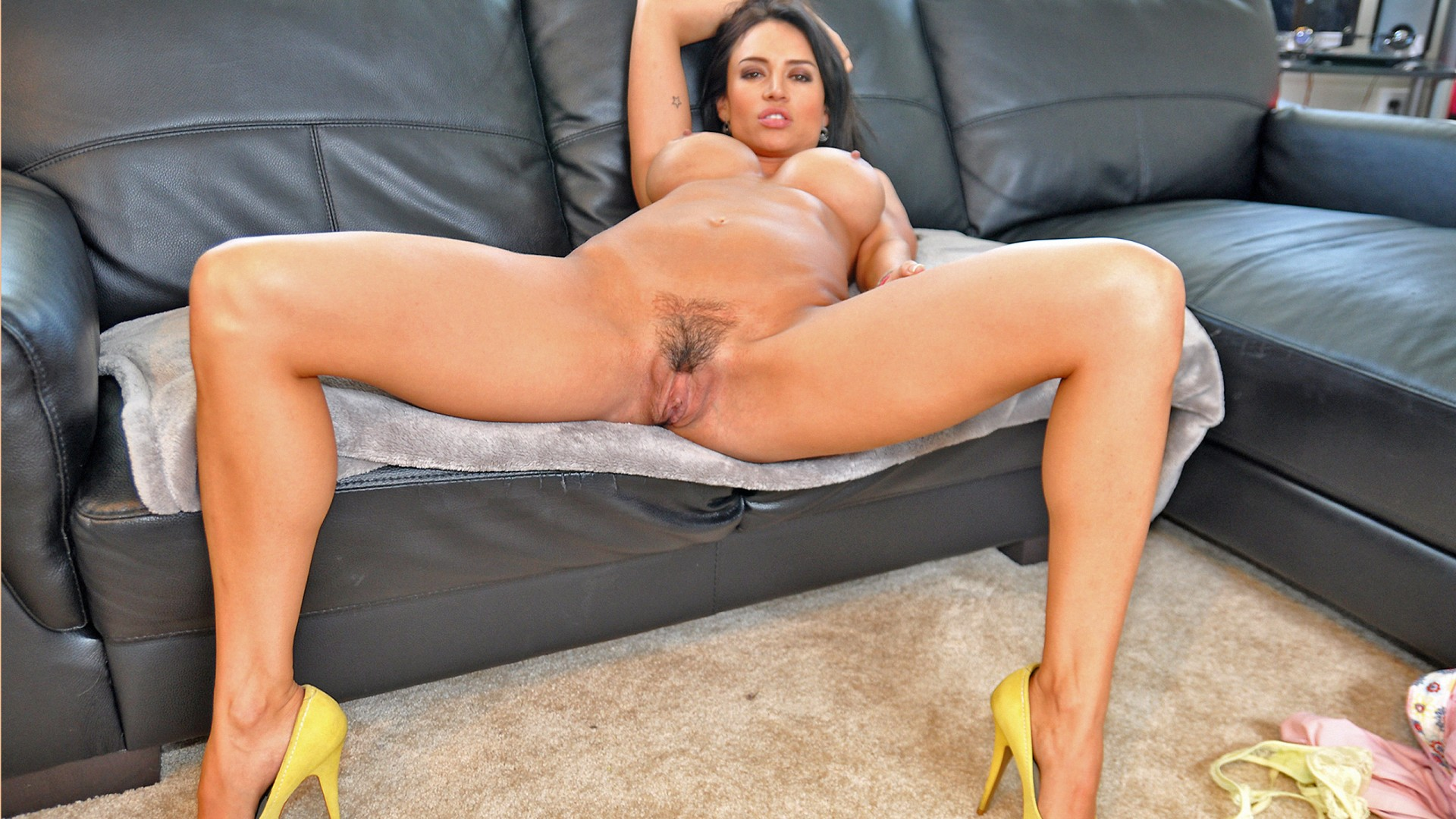 woman nude picture pussy showing