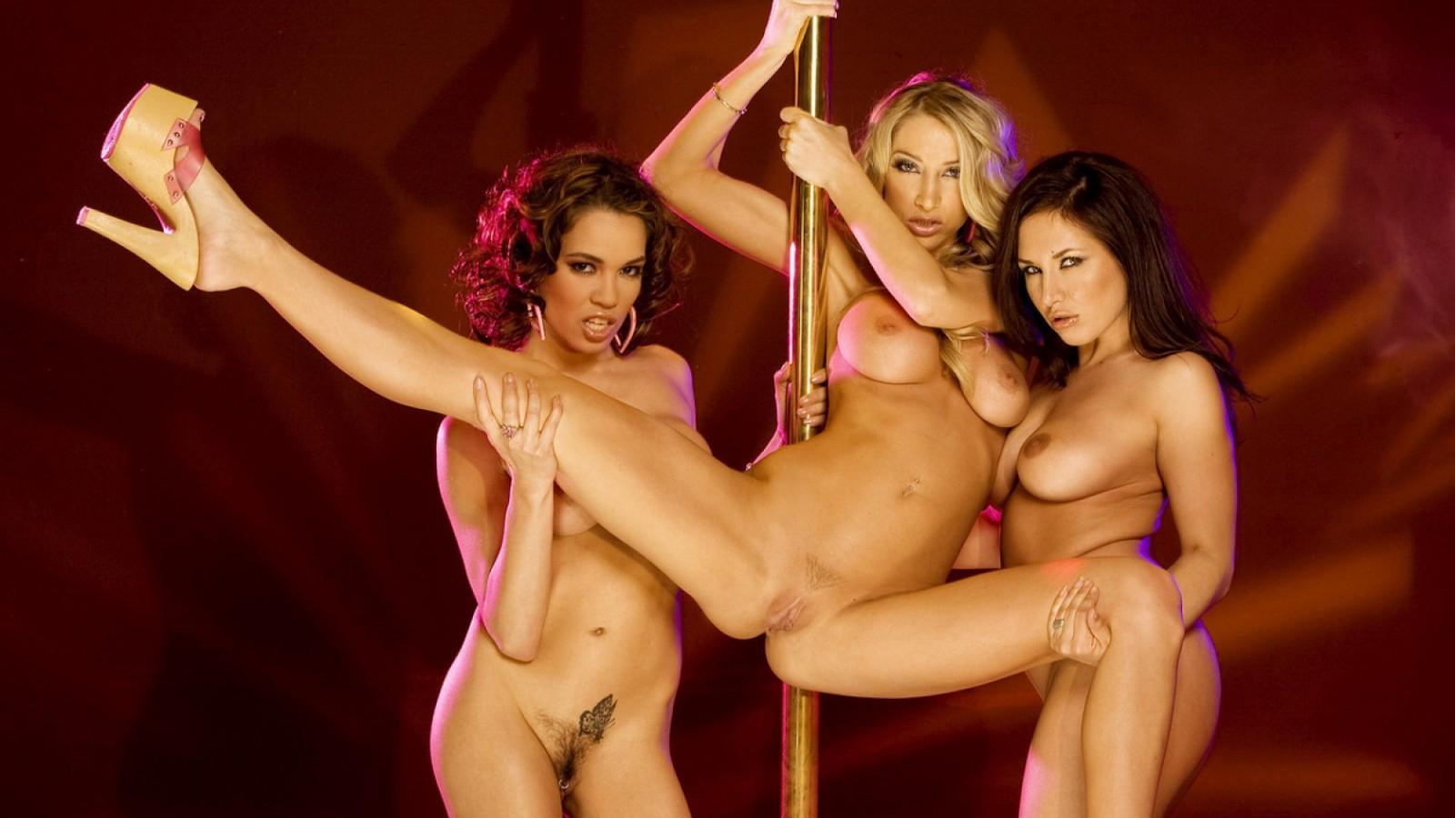 Танцующие голые девки видео