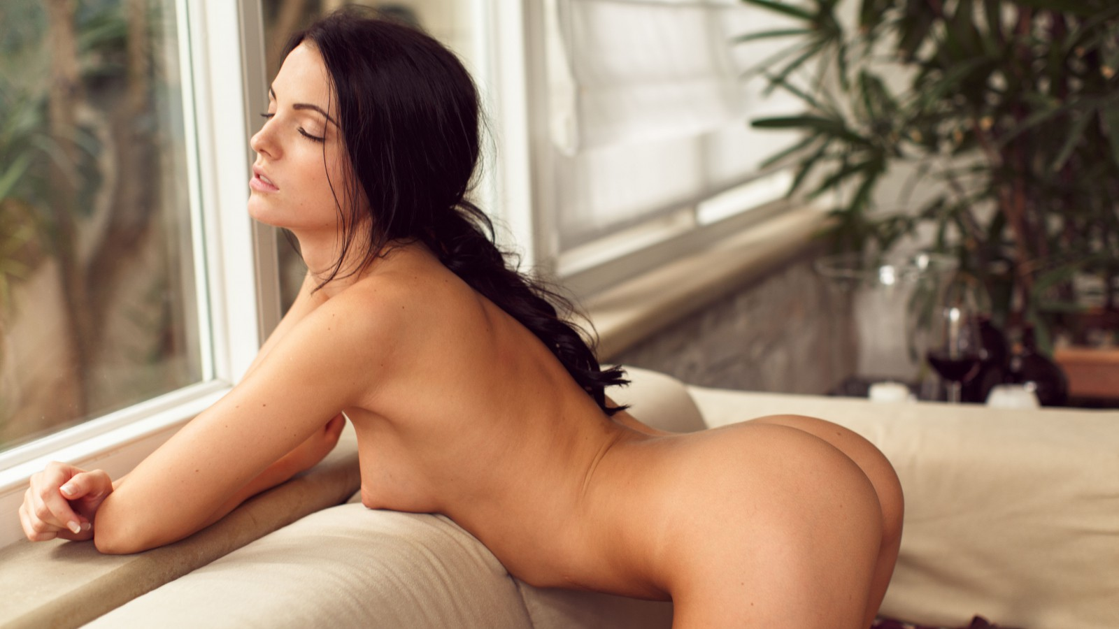 Beautiful brunette naked free