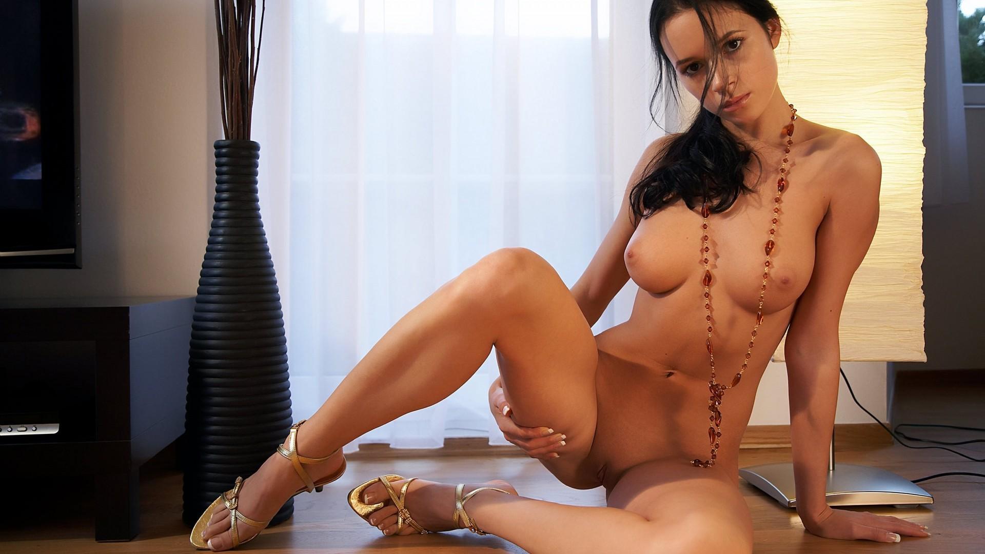 Фото эротика на шпильках, На каблуках секс фото 8 фотография